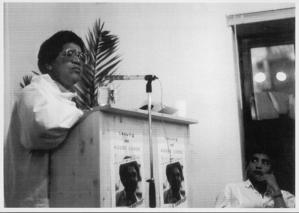 Audre Lorde bei einer Lesung in München, 1987, Foto: Daniela Tourkazi