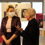 Besuch von Bundesministerin Franziska Giffey im Schwulen Museum. V.l.n.r.: Bundesministerin Dr.in Franziska Giffey, Dr.in Birgit Bosold (Vorstand Schwules Museum). Foto: Schwules Museum/L* Reiter