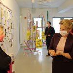 Besuch von Bundesministerin Franziska Giffey im Schwulen Museum. V.l.n.r.: Dr.in Birgit Bosold (Vorstand Schwules Museum), Bundesministerin Dr.in Franziska Giffey. Foto: Schwules Museum/L* Reiter